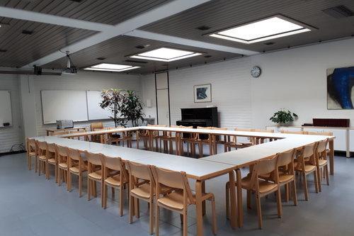Keskusseurakuntatalon koulutussali
