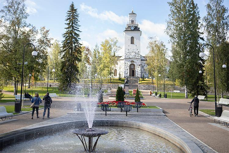 Cathedral of Kuopio and Snellman park in the centre of Kuopio.